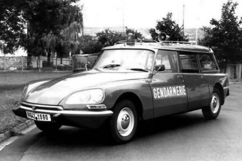citroen_ds_21_break_gendarmerie-615x410b54a6.jpg