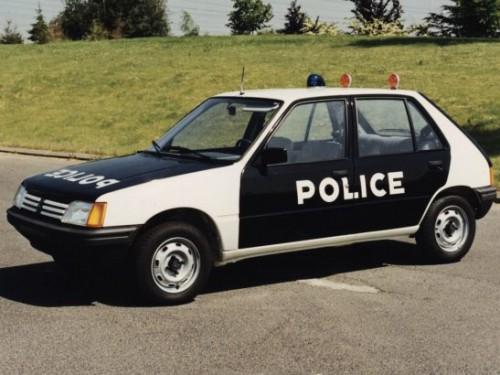 peugeot_205_5-door_police_1-547x410f5e19.jpg