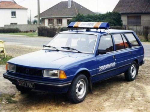 peugeot_305_break_gendarmerie-547x4100a980.jpg