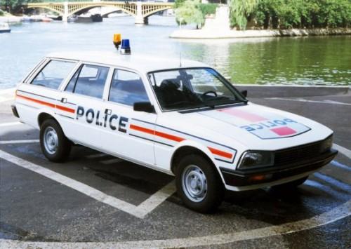 peugeot_505_break_police-578x4101eae7.jpg