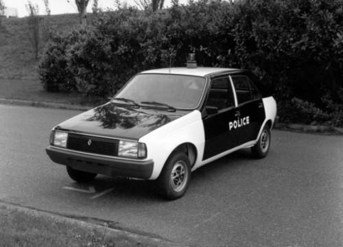 renault_14_police-570x4109c4f7.jpg